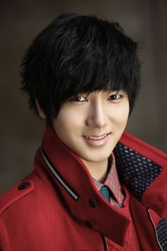 Yesung (Super Junior) | Estimated discharge date: May 2015 | 8 Korean stars returning from military service in 2015
