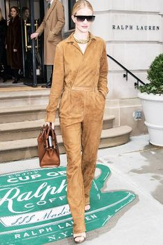 5 Easy Outfit Tips Our Favorite Models Always Turn To Simple Outfits, Cool Outfits, Sleeveless Blazer, Fashion Models, Fashion Outfits, Women's Fashion, Tie Dye Hoodie, Rosie Huntington Whiteley, Who What Wear