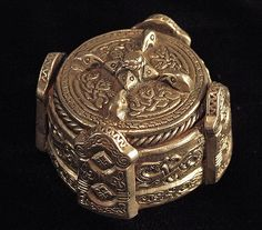 https://flic.kr/p/GYXfa | Gotlandic box brooch | This piece is designed after a box brooch from Gotland. The box brooches were a popular item of women's jewelry on the island of Gotland during the early Middle Ages. These ornamental brooches are named for their shape; they are not actually boxes. Silver