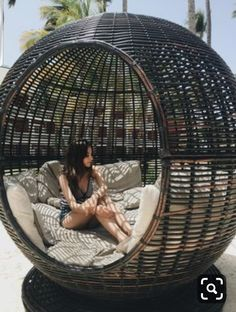 65 outdoor bed ideas to relax in nature and escape the stuffy -. - 65 outdoor bed ideas to relax in nature and escape the stuffy inside - Cute Room Decor, Dream Rooms, Porch Decorating, Decorating Ideas, Backyard Patio, Backyard Hammock, Interior Design Living Room, Media Room Design, My Dream Home