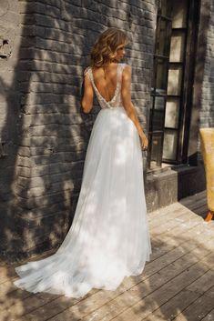 Brautkleid 'TUARIN' / / romantische a-Linie wedding dresses plus size Wedding dress 'TUARIN' // Romantic a-line wedding gown, exquisite handmade beading, elegant Wedding Dress Black, Elegant Wedding Gowns, Rustic Wedding Dresses, Wedding Dress Chiffon, Elegant Dresses, Sexy Dresses, Summer Dresses, Formal Dresses, Lace Bridal
