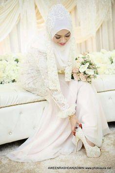 ♥ Malay Wedding Dress, Wedding Dresses, Bridal Hijab, Hijab Niqab, Hijab Styles, Weeding, Hijab Fashion, Pretty Woman, Muslim