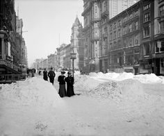 20th-century-man:  Fifth Avenue at 27th St., New York City, 1905.