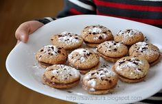 Easy chocolate and walnut cookies Walnut Cookies, Romanian Food, Cake Cookies, Biscotti, Delicious Desserts, Muffin, Food And Drink, Favorite Recipes, Sweets