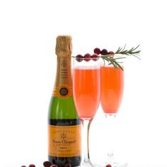 Let's kick it off right with a fun low carb cocktail. These cranberry champagne sparklers are a great keto cocktail recipe. Low Carb Chocolate, Sugar Free Chocolate, Chocolate Donuts, Champagne Sparklers, Cranberry Champagne Cocktail, Low Carb Cocktails, Keto Holiday, Holiday Recipes, Keto Brownies