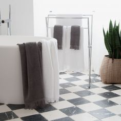 Set of 4 Towels - White - designed in Germany by CASA DI BASSI #MONOQI