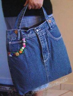 Bag of recycled jeans. Denim bag over the shoulder. Vegan bag of jeans.Tote bag denim Perfect denim tote bag for daily use, made of recycled denim.Denim gift bag by touchofdenim on etsy – ArtofitUpcycling Bag from Old Denim - Salva Denim Tote Bags, Denim Purse, Blue Jean Purses, Diy Sac, Diy Jeans, Denim Ideas, Denim Crafts, Fabric Bags, Blog