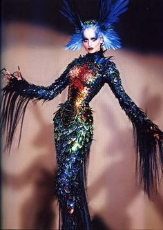 A sheath dress resembling a mythical beast, with and articulated gold body made from scales, feathers and horsehair, and embroidered rhinestones. La Chimere Couture Collection A/W Thierry Mugler: Galaxy Glamour Style Couture, Couture Mode, Couture Fashion, Fashion Art, High Fashion, Fashion Show, Couture Makeup, French Fashion, Runway Fashion