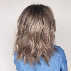 || Heather Grey with a hue of beige || Thank you @courtneymau!!! #jamiekeikohair #wellahair #wellalife #hair #instahair #hairstyles #haircolor #instafashion #hairoftheday #btcpics #btcapproved #btconeshotawards #behindthechair #modernsalon #americansalon #hairfashion #hawaiihair #dadahawaii #hairofinstagram #olaplex #freelights #olaflexing (at Dada Salon)