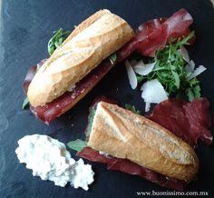 Baguette con bresaola, queso cottage y arúgula #baguette #buonissimomexico #chalupinski