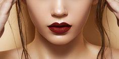 Apakah Anda termasuk orang yang kurang percaya diri menggunakan lipstik berwarna gelap? Memang tidak banyak orang suka me