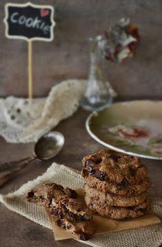 Mogyorós mazsolás csokis keksz - paleo