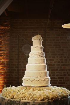 Now THAT'S a #weddingcake - so classic! {Photographix}