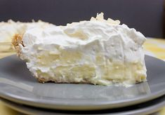 Best Homemade Coconut Cream Pie - Super flaky, crunchy crust loaded with creamy, velvetly coconut custard and topped with homemade whipped cream. Shortcake Recipe Easy, Strawberry Shortcake Recipes, Coconut Custard, Coconut Cream, Grilled Baby Back Ribs, Crockpot Recipes For Kids, White Bbq Sauce, Shortbread Bars, Cream Pie Recipes
