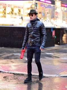 Pin for Later: There's More to Justin Theroux Than His New Wife, Jennifer Aniston He's Not as Tough as He Looks