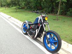 Kawasaki Vulcan custom bobber motorcycle bike. Metalflake paint job