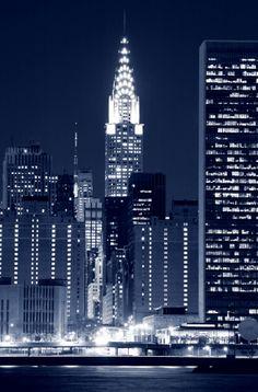 La mágica ciudad de Nueva York, la metrópolis más intensa del mundo, en donde el glamour y la exuberancia se vive y respira en cada cuadra. Cientos de aventuras urbanas te esperan en este sitio magnífico. http://www.bestday.com.mx/Nueva-York-City-area/Atracciones/