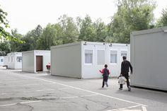 Kommunen beschlagnahmen leerstehende Lagerhallen und Wohnungen, sie kündigen langjährigen Mietern: Wie weit darf der Staat gehen, um Flüchtlingen eine Unterkunft zu besorgen? Der Überblick.