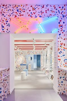 Colourful terrazzo of Antwerp Ace & Tate made from local plastic waste Plastic Waste, Waste Material Use, Ace Tate, Garbage Containers, Geometric Furniture, Recycling Process, Retail Concepts, Benefit Brow, Modern Kitchens