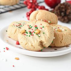 Healthy almond flour shortbread cookies with only 3 ingredients, almond flour, maple syrup, coconut oil, gluten free, paleo, vegan, egg free, dairy free, clean eating approved Healthy Sugar Cookies, Gluten Free Sugar Cookies, Sugar Cookies Recipe, Cookie Recipes, Dessert Recipes, Healthy Treats, Baking Cookies, Keto Desserts, Almond Flour Cookies