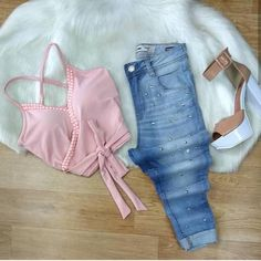 Texto alt automático indisponível. Cute Casual Outfits, Stylish Outfits, Fashion Outfits, Womens Fashion, Fashion Trends, Kinds Of Clothes, Teenager Outfits, Skirt Outfits, Aesthetic Clothes