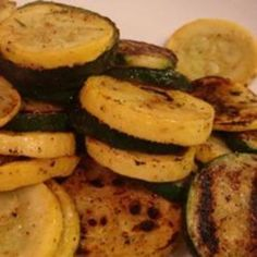 Grilled Zucchini and Squash - Preheat grill for medium-high heat. Place the zucchini and squash on a large sheet of aluminum foil, and dot with butter. Season with salt, pepper, and garlic powder. Seal vegetables in the foil. Place the foil pack on the pr Grilled Squash, Grilled Zucchini, Grilled Vegetables, Grilling Recipes, Vegetable Recipes, Cooking Recipes, Healthy Recipes, Healthy Food, Healthy Eating