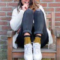 La chaussette VAGUE JAP est confortable, molletonnée, élégante mais aussi super stylée avec des courbes généreuses. Un must ! Pants, Fashion, Bobby Socks, Socks, Curvy Fit, Cotton, Trouser Pants, Moda, Fashion Styles