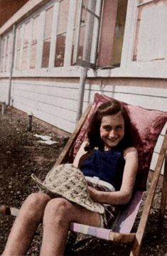 My favorite photo of Anne Frank. Anne Frank, Rare Pictures, Rare Photos, Vintage Photos, Women In History, Historical Photos, World War Ii, Decir No, People