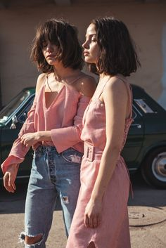 Twinning in pink outfits Style Outfits, Cute Outfits, Pink Outfits, Fashion Beauty, Womens Fashion, Fashion Trends, Fashion News, Look Rose, Inspiration Mode