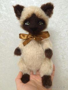 Сиамский котик для ребенка.