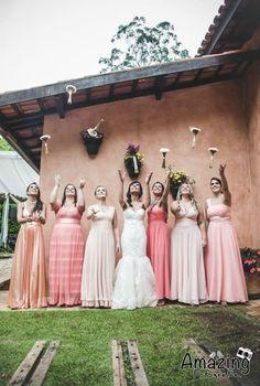 casamento-rustico-casa-de-campo-sao-paulo-madrinhas-da-mesma-cor-coral (4)