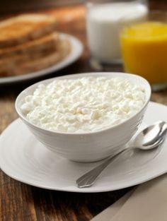 Se está de dieta, então tem que experimentar fazer o queijo cottage. Confira a receita aqui! #receitas #queijo #cottage