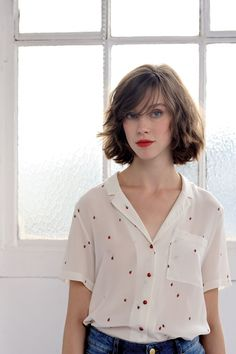 Discover our new spring summer 2020 collection. Look Fashion, Girl Fashion, Fashion Dresses, Gamine Style, Vetement Fashion, Mein Style, Vestidos Vintage, Short Hair Cuts, Curly Hair Styles