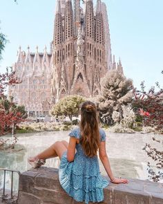 Best spots in Barcelona, directions and maps to reach them without too much trouble and some practical tips learned from practical experience that you might find handy. Barcelona Outfit, Barcelona Fashion, Barcelona Spain, Paris Outfits, Summer Outfits, Spain Fashion, European Summer, Bikini Outfits, Destination Voyage