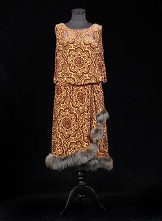1c3bc236571 Chiffon and panne velvet dress with fox trimming. ALEXANDRE VASSILIEV  FOUNDATION · Art deco fashion
