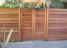 Horizontal fencing with uneven strips                                                                                           More