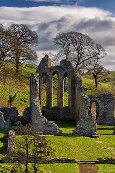 Inch Abbey in County Down had seen its share of drama long before it doubled as Riverrun on Game of Thrones®. The spiritual site on which the current ruins stand was attacked over and over by Irish warlords and Vikings from 800 AD.