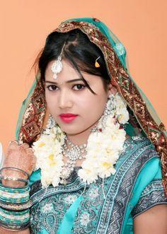 Beautiful Girl Indian, Beautiful Girl Image, Beautiful Women, Bridal Pictures, Bridal Pics, Saree Backless, Glamorous Makeup, Bollywood Actress Hot Photos, Sexy Wife
