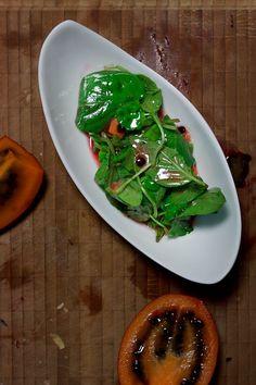 Brunnenkresse-Basilikum-Salat mit Tamarillo und tasmanischem Pfeffer Seaweed Salad, Avocado Toast, Meat, Chicken, Breakfast, Ethnic Recipes, Food, Cress, Recipes