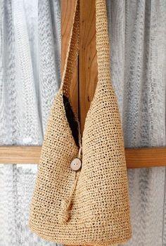 Discover thousands of images about bolsas de rafia paso a paso estilo playero Crochet Designs, Knitting Designs, Crochet Patterns, Diy Bags Patterns, Fabric Handbags, Boho Bags, Crochet Purses, Summer Bags, Knitted Bags
