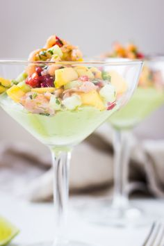 Smoked salmon and Avocado Cocktail. A rendition of a 80's classic! A fresh and elegant starters that's great to serve for a dinner party or NYE!