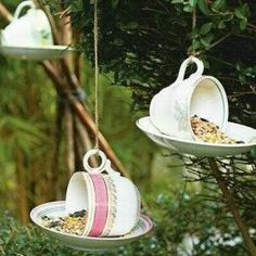 Cup feeder An ideal gift for animal lovers: Slightly damaged . - Upcycling und Recycling im Garten - Quick chicken recipes Bird Feeder Craft, Bird Feeders, Gardening Supplies, Diy Purse Frame, Bird Feeding Table, Old Kitchen, Gifts For Pet Lovers, Vintage Tea, Easy Diy Projects