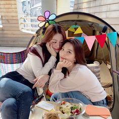 South Korean Girls, Korean Girl Groups, Twitter Update, Kpop, Group Photos, Bias Wrecker, Pretty Girls, Shit Happens, Goddesses