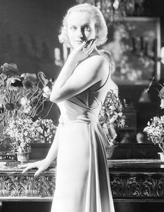 Carole Lombard: The Queen of Screwball Comedy: Photo Old Hollywood Glamour, Vintage Glamour, Vintage Beauty, Classic Hollywood, Hollywood Stars, Vintage Art, Vintage Photos, Classic Actresses, Hollywood Actresses