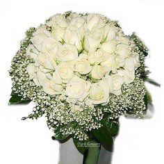 Beyaz güllerden oluşan gelin buketi