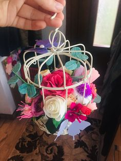 #cage #paperflowers #crepepaperflowers Crepe Paper Flowers, Bird Cage, Bird Cages