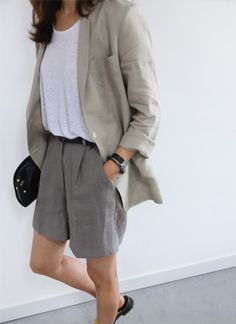 Having enough office outfit ideas when you don't have to adhere to a uniform is about as tricky as a dress code gets. How casual is too casual? Spring Outfits, Trendy Outfits, Fashion Outfits, Fashion Trends, Summer Outfit, Feminine Tomboy, Style Minimaliste, Normcore, Mein Style