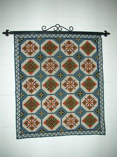 """Norwegian traditional """"åkle"""" Rosemaling Pattern, Folklore, Wood Crafts, Norway, Scandinavian, Weave, Projects To Try, Textiles, Cabin"""