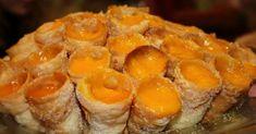 CORNUCÓPIAS Para a massa: 250 g de farinha; 3 colheres (sopa) de manteiga; 1 colher (chá) de fermento em pó; sal q. b.; azeite ou óleo (para fritar); açúcar e canela (para polvilhar) Para o recheio: 1 chávena (almoçadeira) de doce de ovos-moles. Mist