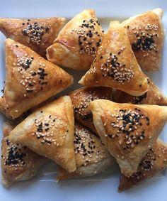 Spanakopita, Bagel, Bread, Ethnic Recipes, Food, Brot, Eten, Breads, Meals